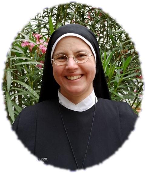 Madre Mary bg